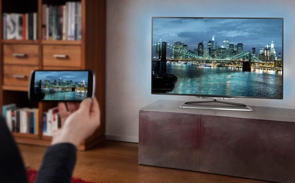 kak-podklyuchit-telefon-k-televizoru-cherez-wi-fi-1-1024x637.jpg