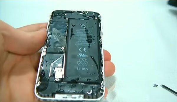 telefon-bez-zadnej-kryshki.jpg
