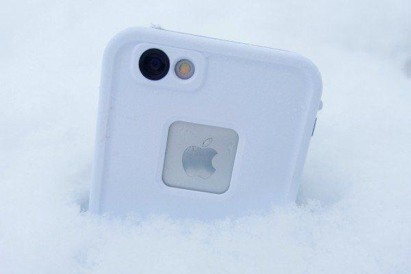 ajfon-v-snegu.jpg