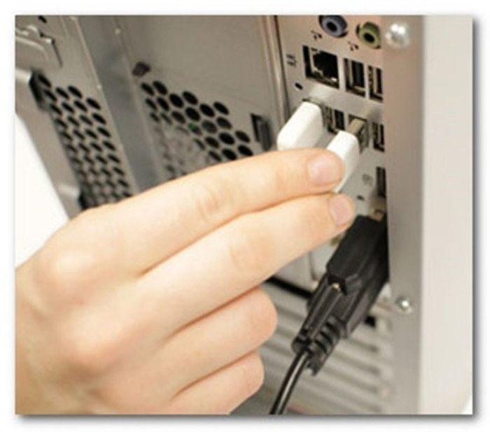 Proveryaem-horosho-li-podsoedinen-USB-razem-ot-veb-kamery-k-USB-portu-na-kompjutere.jpg