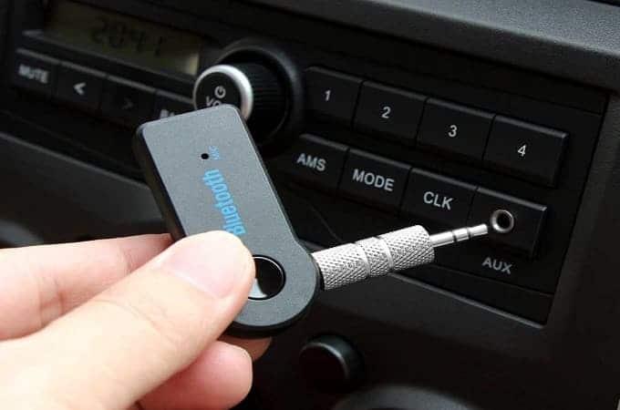 podsoedinit-blyutuz-adapter-k-magnitole-v-avtomobile.jpg