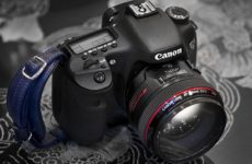 1200px-Canon_7D_with_50mm_f1.2_L_cropped-230x150.jpg