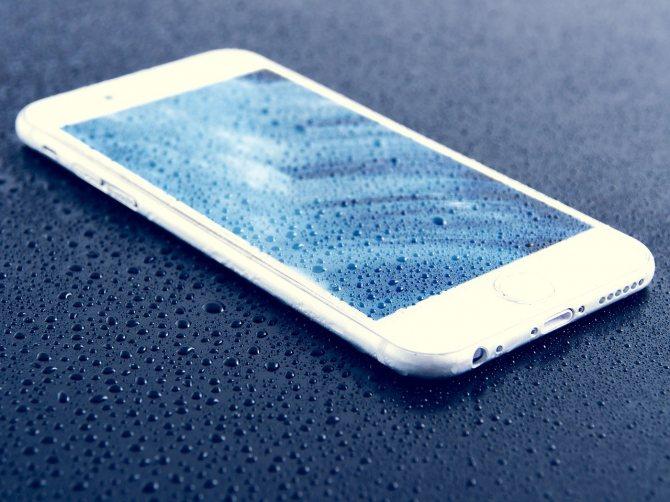 smartfon-pod-dozhdem.jpg