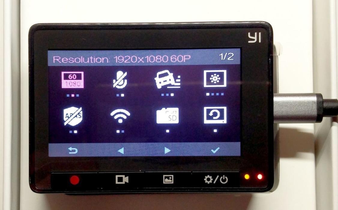 Avtomobilnyy-videoregistrator.jpg