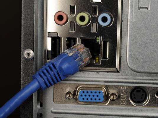 Подключение интернет-кабеля к компьютеру