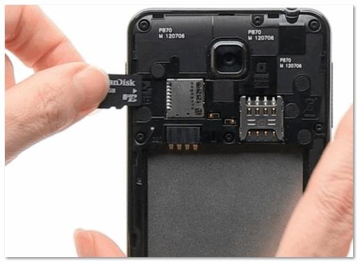 Podklyuchaem-MicroSD-kartu-k-telefonu.png