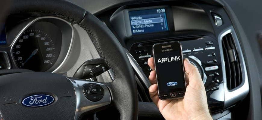 sposoby-podsoedineniya-telefona-v-avtomobile.jpg